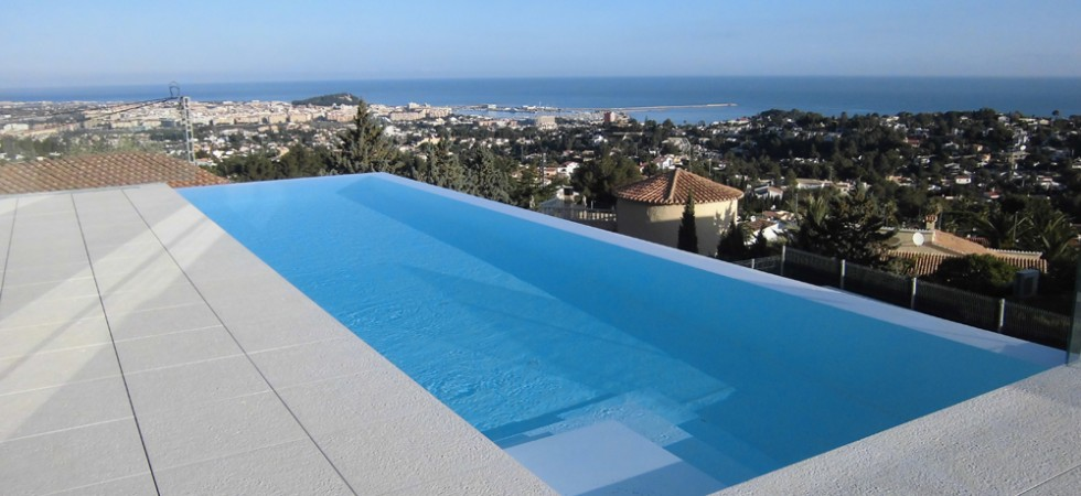 Specialists in Swimming Pools