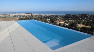 Outdoor and indoor pool in Denia